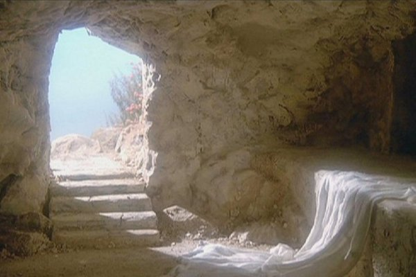 Bog, ki je ljubezen, je premagal smrt!